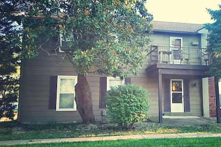 Marvelous Cozy Condo in Florissant! - 弗洛里森特(Florissant)