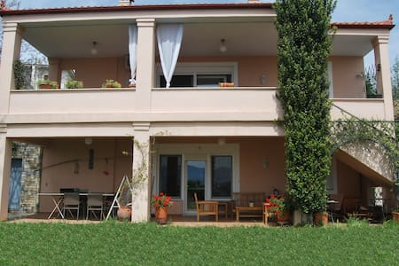 Two-floor 4-bedroom villa in Raches - Villa