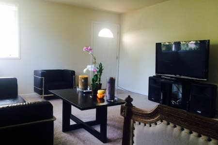 Large, sunny, nice, clean, quiet apartment (1st floor). Great for a perfect getaway, business trip or extended stay. Unit also has a large private yard to enjoy & 2 car garage. Short walking distances to DT Menlo Park, Stanford Mall, DT Palo Alto!