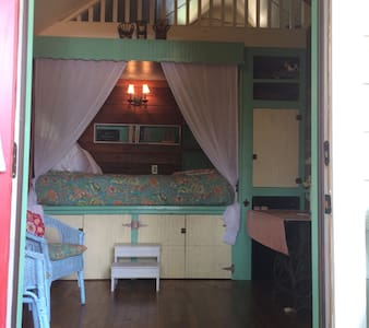 Queen size bed with small loft.  Bathroom/claw foot tub. - no shower. Small sitting area, breakfast area.  Continental breakfast.  Access to large back deck for enjoying the sun or sunbathing.  Five blocks to Main St.  Cable TV and wifi