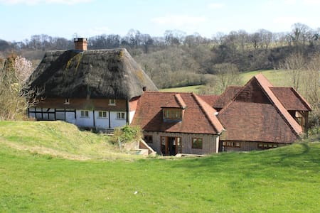 Thatched cottage and converted barn - Wikt i opierunek