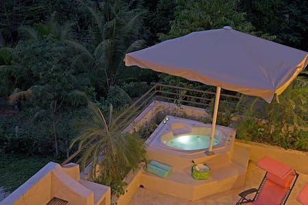 Tropical Penthouse ~ Balcony & Pool - Malpais - House