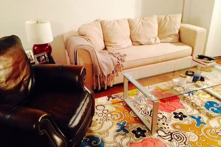 Clean, Spacious Alcove Studio