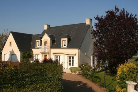 Chambre d'hôtes dans grande maison - Mondrainville - Huis