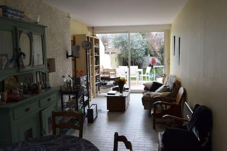 Chambre à 10 minutes à pied du port - La Rochelle - Maison