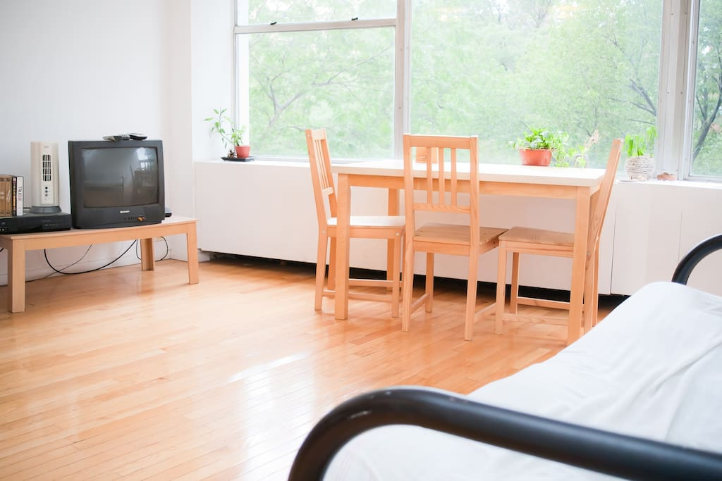 Dining Table / TV