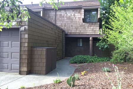 Spacious TH with Pool Close to BART - Lafayette - House
