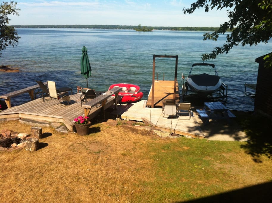 Cottage Dream Vacation - On water.