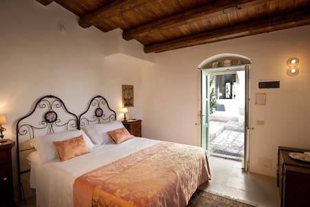 Tenuta Cammarana, Roses room - Ragusa