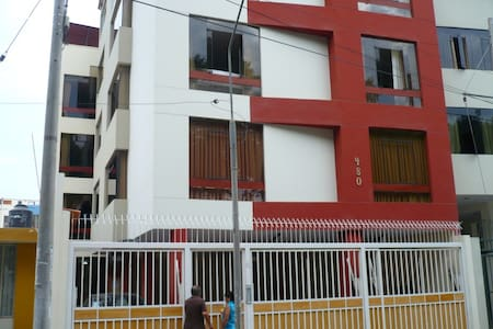 Rent nice and spacious apartment fully furnished. ideal for businessmen and tourists.It has 4 bedrooms, 3 bathrooms, living room, laundry room, kitchen fully furnished.  It is in a residecial and safe area close to retails and downtown.