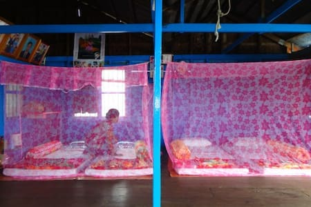 The Budget Single with Shared Bathroom and House - Krong Battambang - Hus