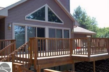 Torch Lake House for the Whole Family! - Bellaire - Ház
