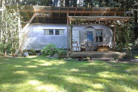 Rustic Airstream at Trails End - 포트 타운샌드(Port Townsend) - 캠핑카