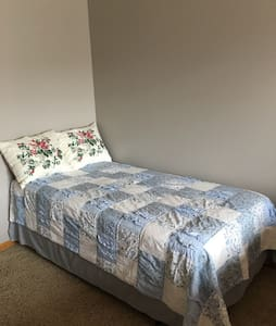 Master bedroom with 2 beds - Lincoln - Maison de ville