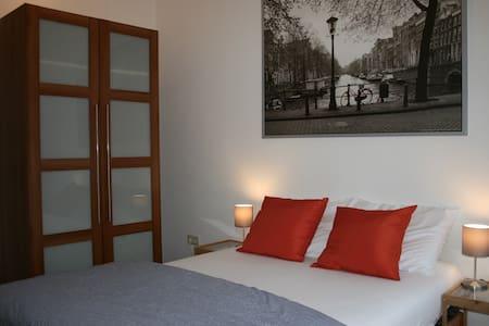 Great room in a modern house close to Utrecht City - Utrecht - Hus