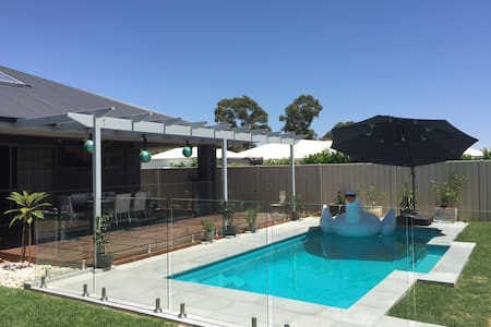 Brand new Resort style home & pool! - Casa