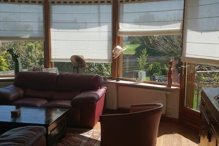 Maison agréable à vivre 2 chambres - Hus