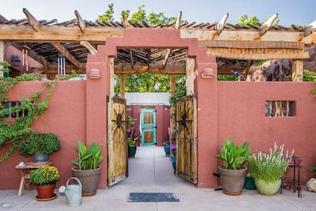 Charming Casita with Patio & Hottub - San Miguel - Bed & Breakfast
