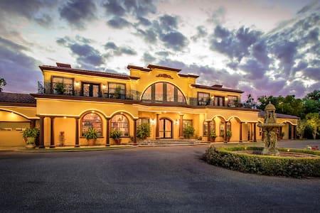 Viaggio On The River Estate and Winery Villa - Acampo - Villa