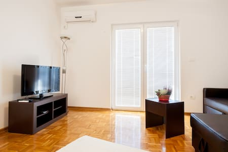 Sunny flat with a beautiful view - Tivat - Apartment