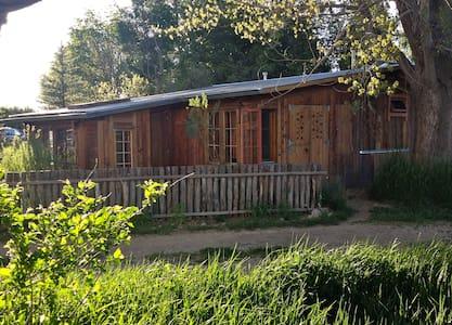 Springwild Casita - Taos - Μπανγκαλόου