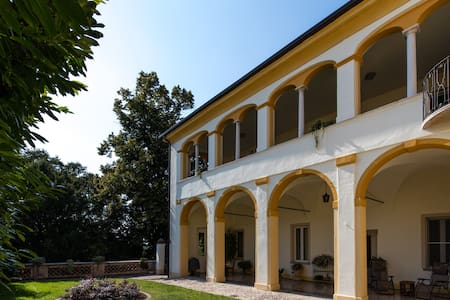 Independent Suite in the beautiful Villa Mose' - Montichiari