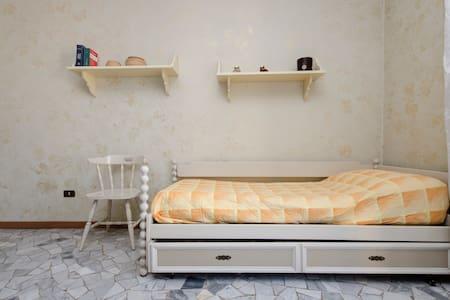 Bright bedroom, 10 min from Loreto - Bed & Breakfast