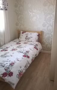 very clean pretty single room - Frimley