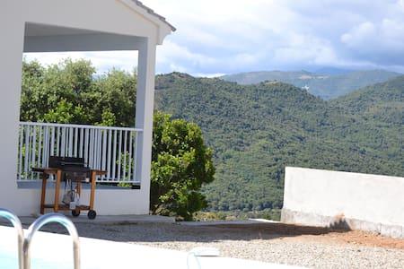 grande villa neuve 8p/140m2 piscine - Huis