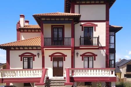 Stunning villa minutes from beach - Chalet