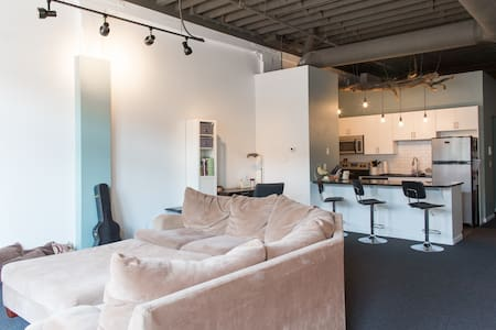 Huge Old Market / Downtown Loft! - Daire