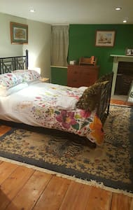 Attic double room with sitting room and sofa bed. - Maidstone - House
