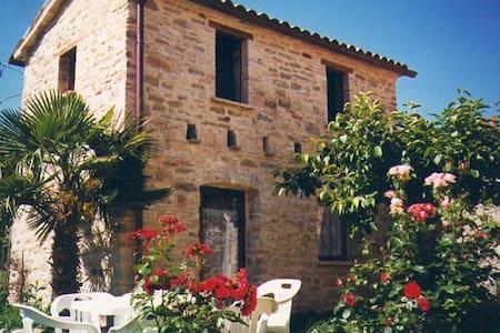 Borgo medievale con piscina casa B