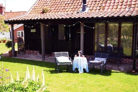 Private studio in a quiet garden - 其它