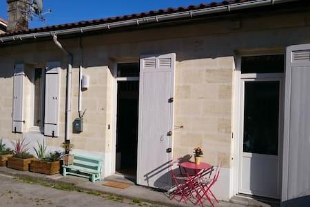 Maison calme 100m gare St Jean****