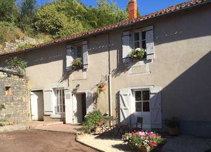 La Petite Maison de Tailleur de Pierre - Charroux