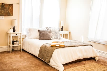 Private Suite In Beautiful B&B - Bed & Breakfast