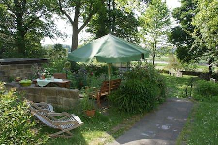 Gemütliche Garten-FeWo an der Elbe - Dresden - Apartment
