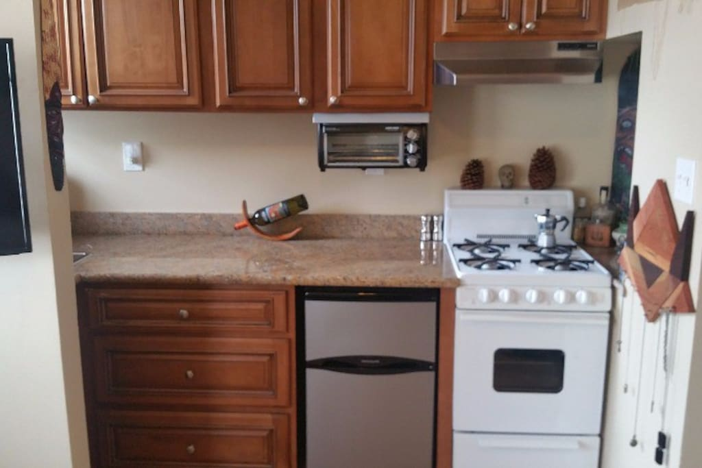Full kitchen features a stove/oven and cookware