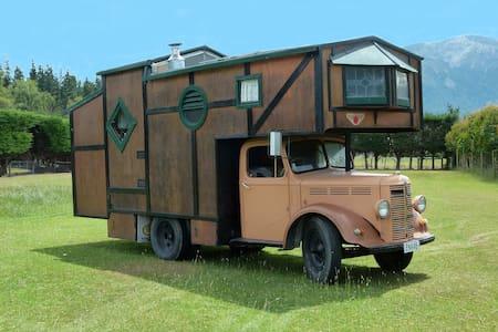 House Truck - Bed & Breakfast