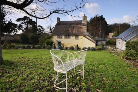 Rose Cottage & Hay Loft - sleeps 8 - Gileston  - Casa