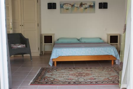 Chambre La Chapelle avec piscine - Bed & Breakfast