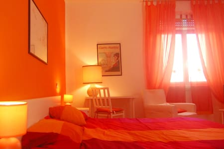 A casa di Giallo Orange Room