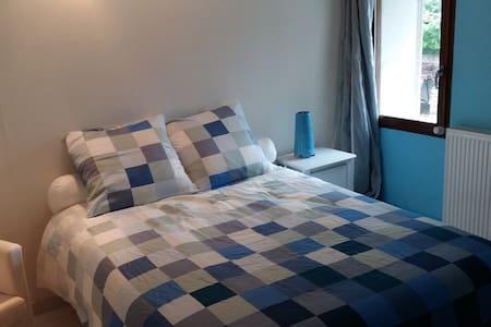 Chambre cosy dans magnifique longère restaurée - Talo