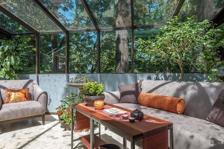 Stunning Treetop Private King Suite