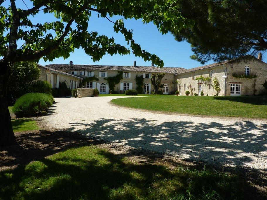 Cour centrale Manoir de Gaboria, Gironde