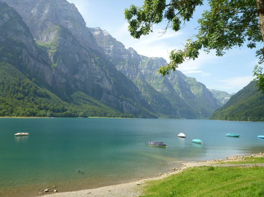 that s the amazing Klöntal See nearby