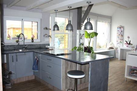 Jolie longère en campagne bretonne - House