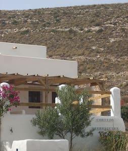 Cortijo Rural La Hierbaluisa. - House