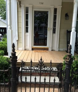 Georgeous 1849 8 room ground floor apt - Greenport - Appartement